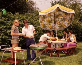846-02794134 © ClassicStock / Masterfile Model Release: Yes Property Release: No 1960 1960s 1970 1970s GROUP TEENS TEEN AGED TEENAGERS BOYS GIRLS BACKYARD BBQ GRILL GRILLING TABLE UMBRELLA SUMMER